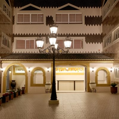 Patio entrada Hotel Las Acacias Puente Genil Córdoba
